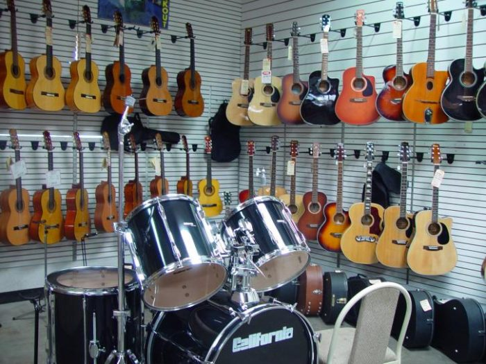 Bisnis dalam dunia musik - menjual alat musik