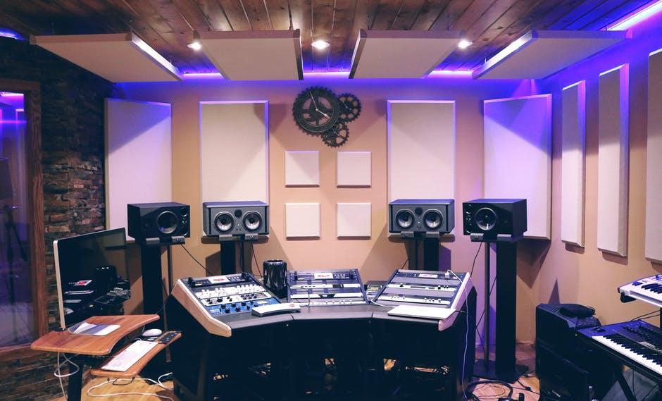 bisnis dalam dunia musik - membuka studio