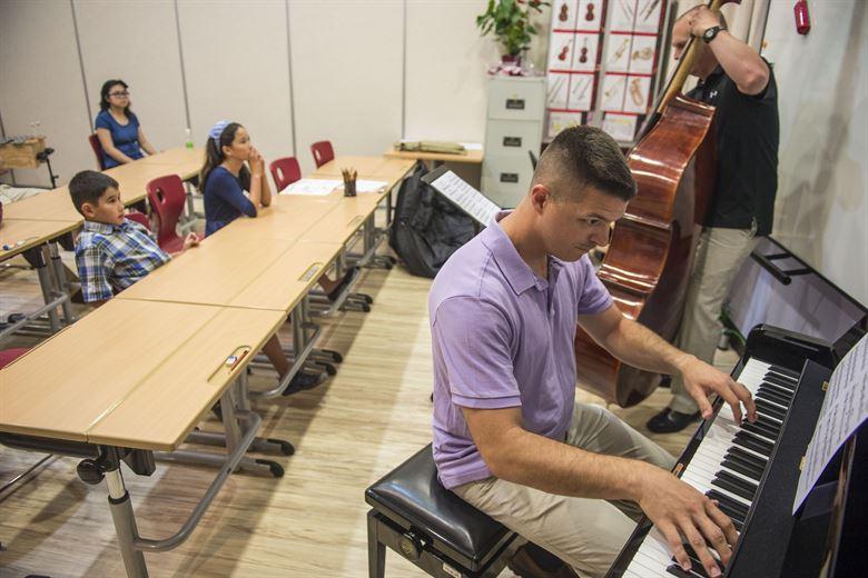 bisnis dalam dunia musik - sekolah kursus