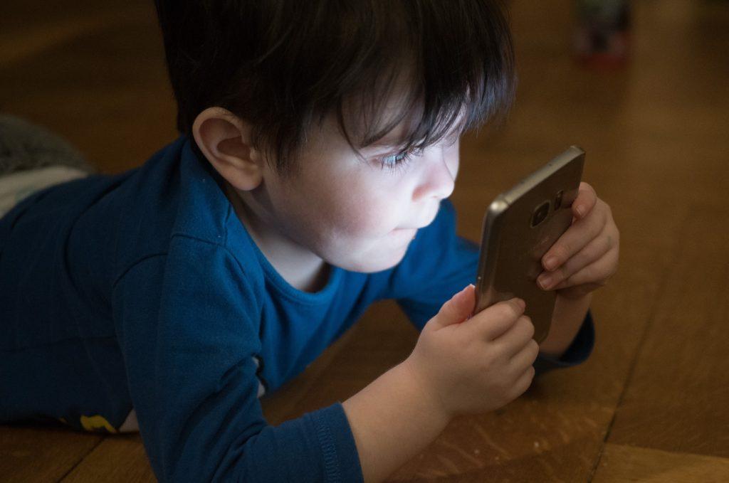 dampak gadget bagi anak