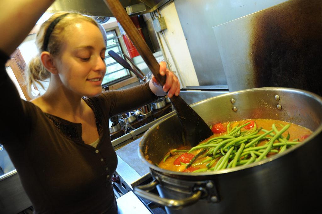 7 Cara Belajar Masak untuk Suami Tercinta