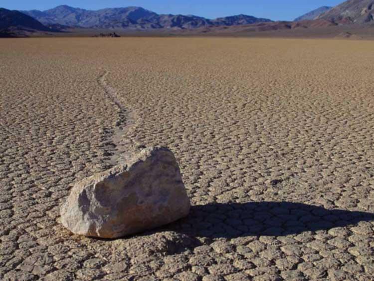 Batu Bergerak Death Valey kejadian alam unik