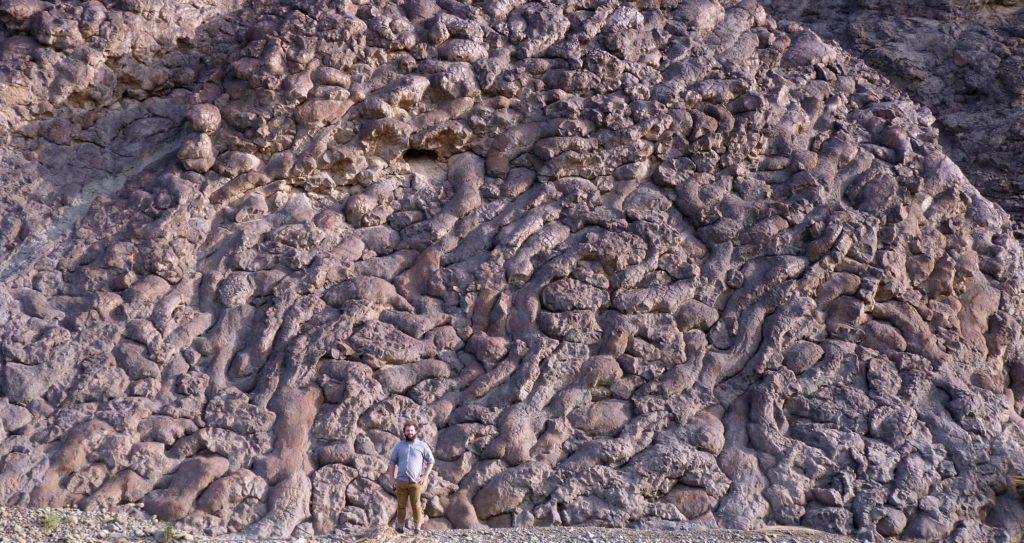 Lava Berbentuk Bantal Oman - fenomena alam menakjubkan