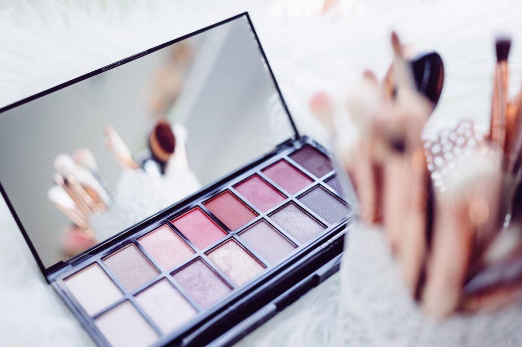 5 Cara Membersihkan Make Up dengan Baik dan Benar