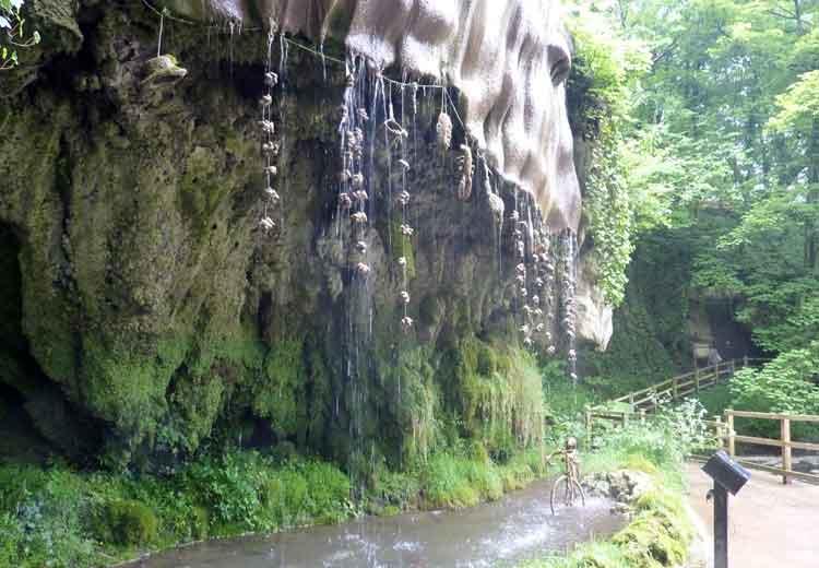 Air Terkutuk tempat aneh dan misterius di bumi