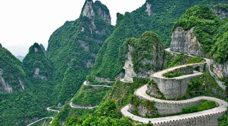 Tian Men Shan Big Gate Road jalan paling berbahaya di dunia