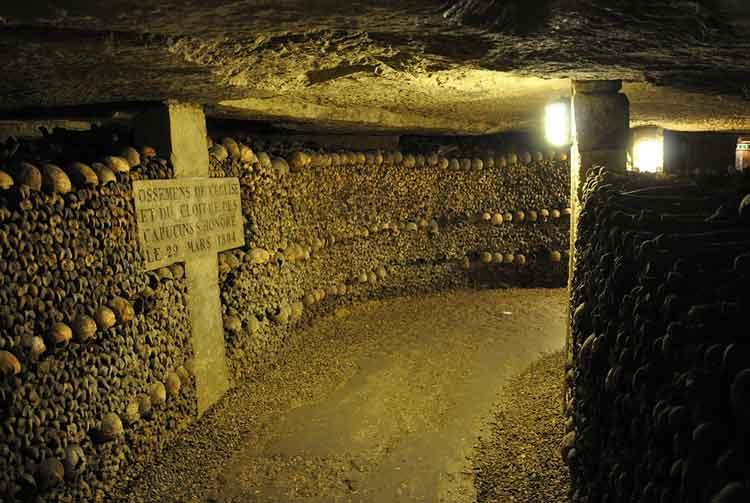 katakomba paris tempat berhantu di dunia