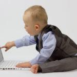 Kecanduan Gadget? Inilah Bahaya dan Dampak Positifnya bagi Anak